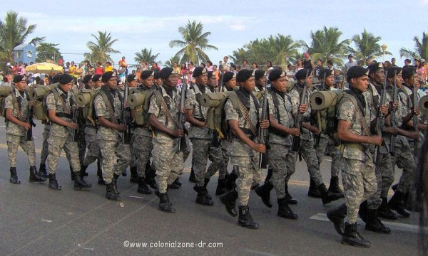 Dominican Army marching 2008
