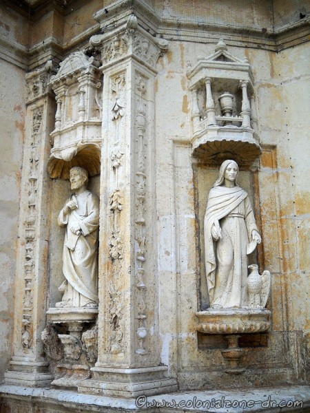 Statues at the front door of the Cathedral
