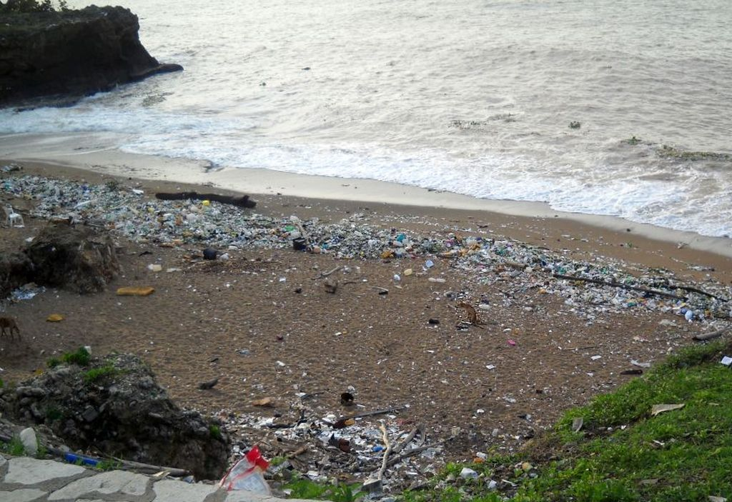 Another polluted beach along the Malecon in Santo Domingo.