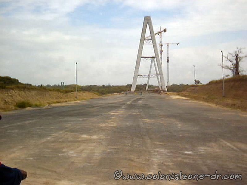 Building Puente Mauricio-Báez over  río Higüamo-02-26-2003