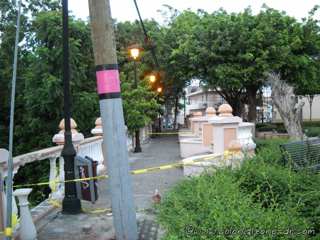 Repairing Plaza Pellerano Castro - Parque Rosado. Pillars replacing August 1, 2013