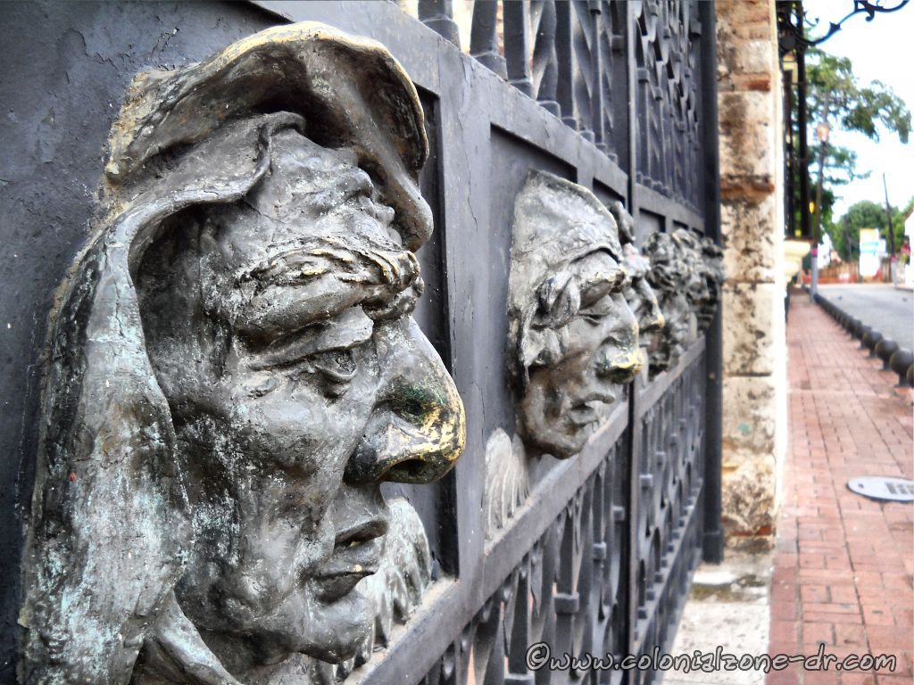 Cathedral Santa Maria, Santo Domingo, faces on front gate