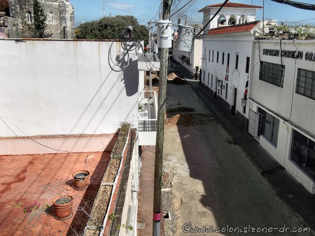 Equipo de Arqueología workers on Calle Isabel la Católica 2-25-2014