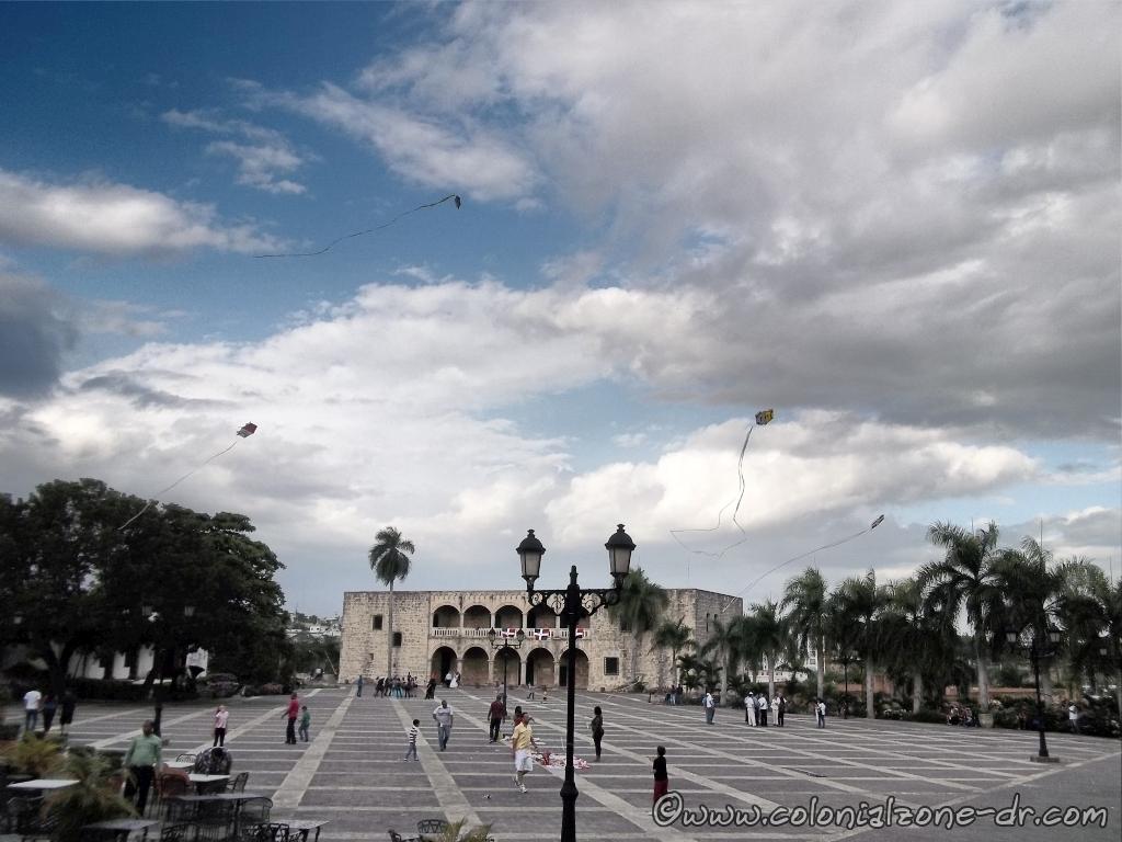 Flying Chichiguas (kites) in Plaza España Ciudad Colonial, Republica Dominicana