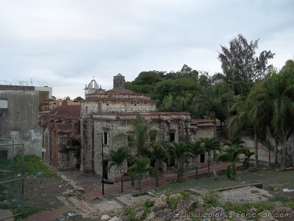 The back of the Iglesia Santa Barbara.
