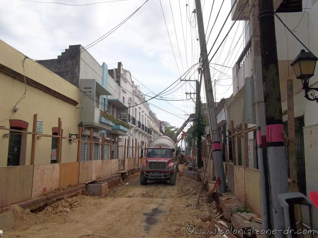 Repairing the downed poles- Calle Padre Billini