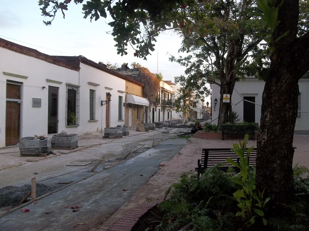 Calle Meriño at Plaza Padre Billini