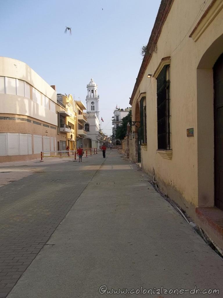 Renovada Ciudad Colonial. Calle Arzobispo Meriño nears completion.