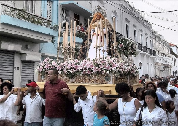 Viernes Santo procession on Calle Padre Billini in the Colonial Zone