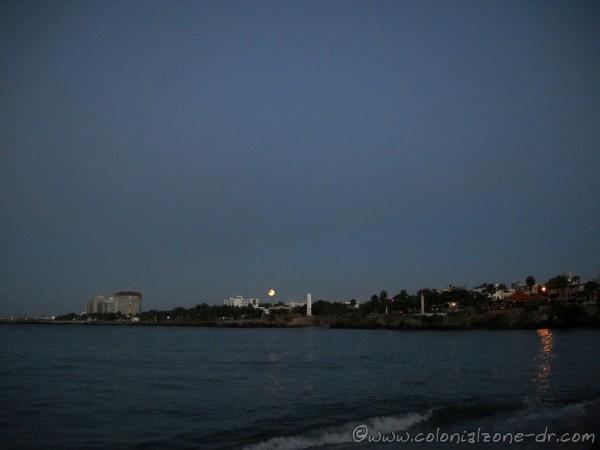 Lunar Eclipse Blood Moon over Santo Domingo at 6:19AM  4-4-2015