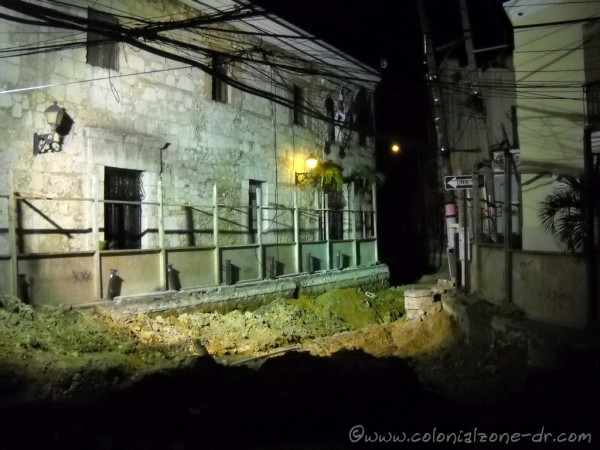 Renovada Ciudad Colonial - Construction in front of Hotel Francis before collapse