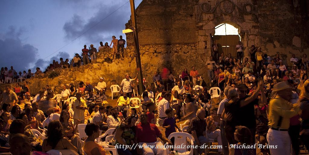 The Ruinas del Monasterio de San Francisco full of people enjoying Bonye - picture by Michael Brims