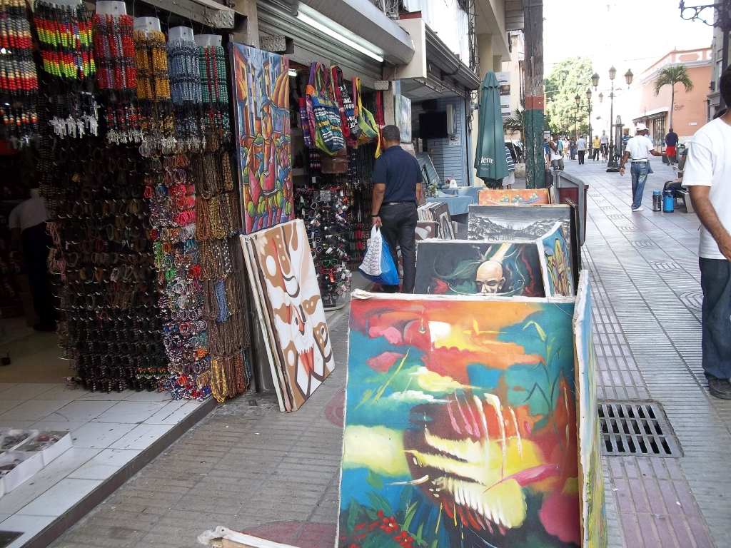 Gift shops on Calle el Conde, Colonial Zone