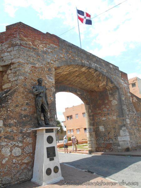 Statue of General Matías Ramón Mella - Plaza Patriótica at Puerta de la Misericordia