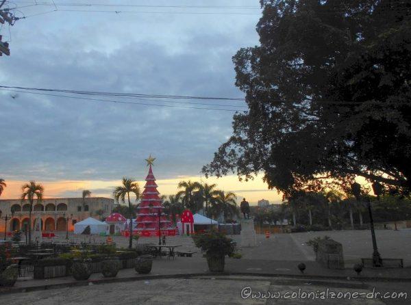 Christmas / Navidad Tree in Plaza España 2015. Note the new tree design.